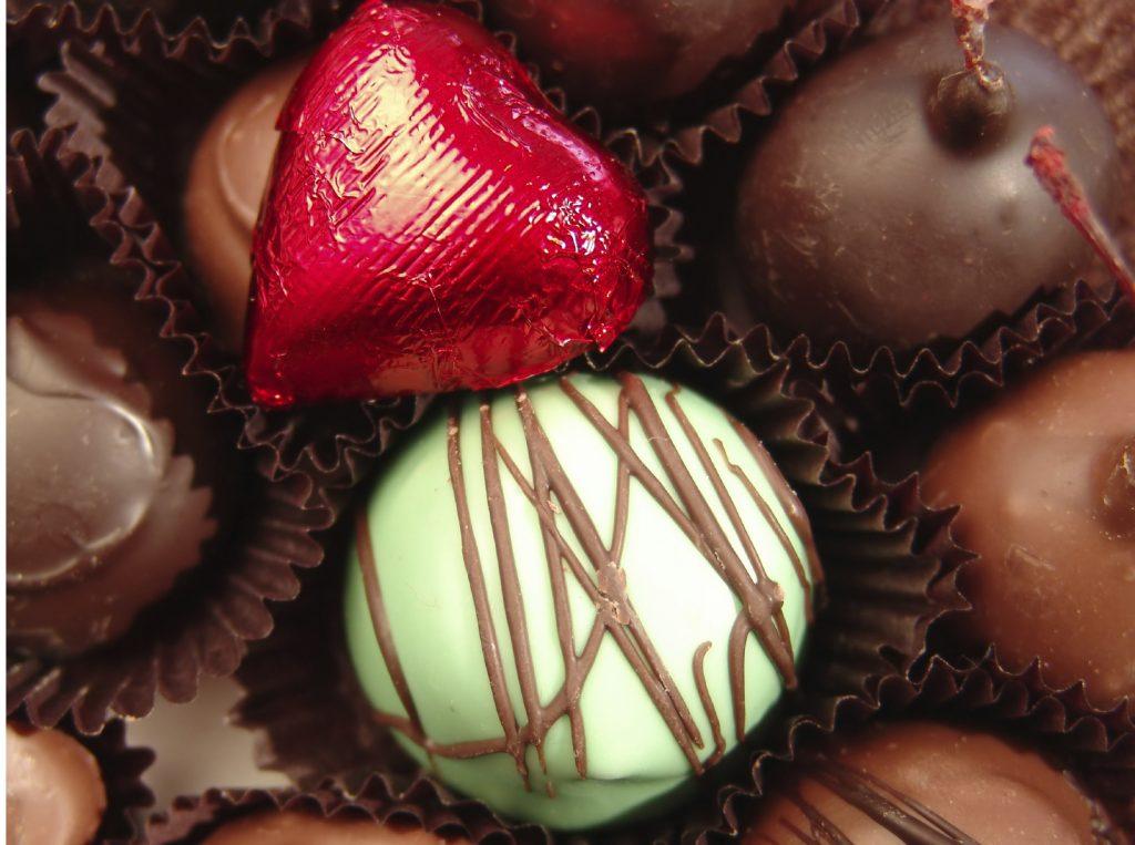Valentines chocolate_iStock_000000406874_Medium
